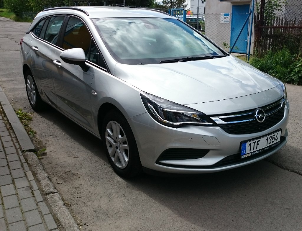 REPREcar s.r.o. | Fotografie vozu Opel Astra Sports Tourer Enjoy